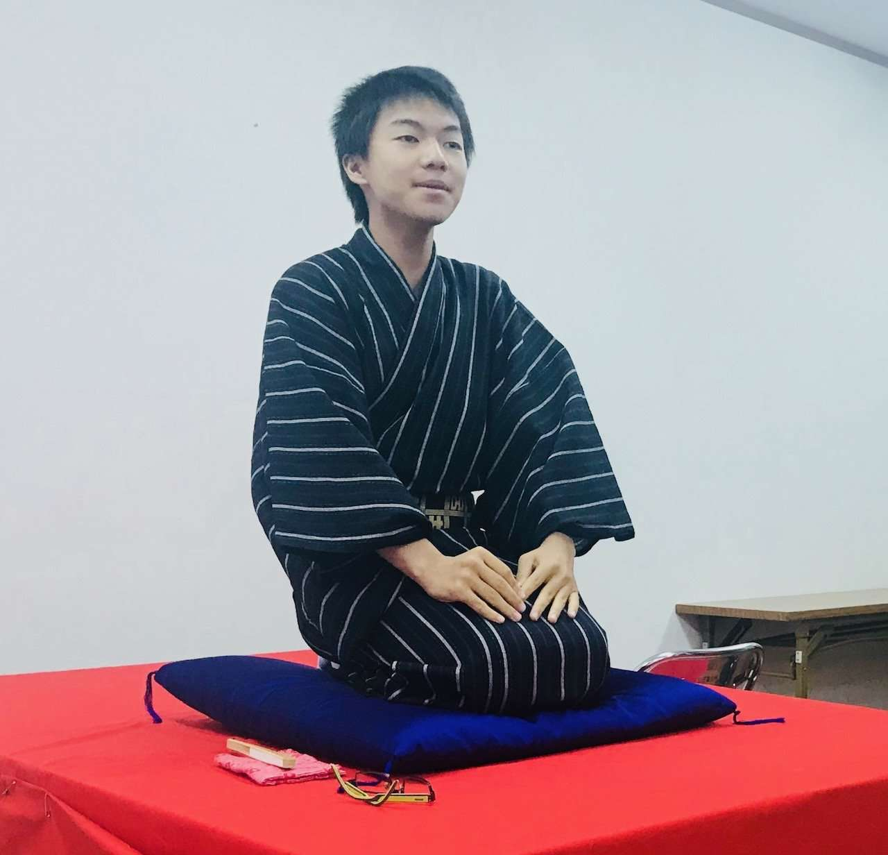 14-year-old Karanenbutsu from Nara performs Rakugo in English.